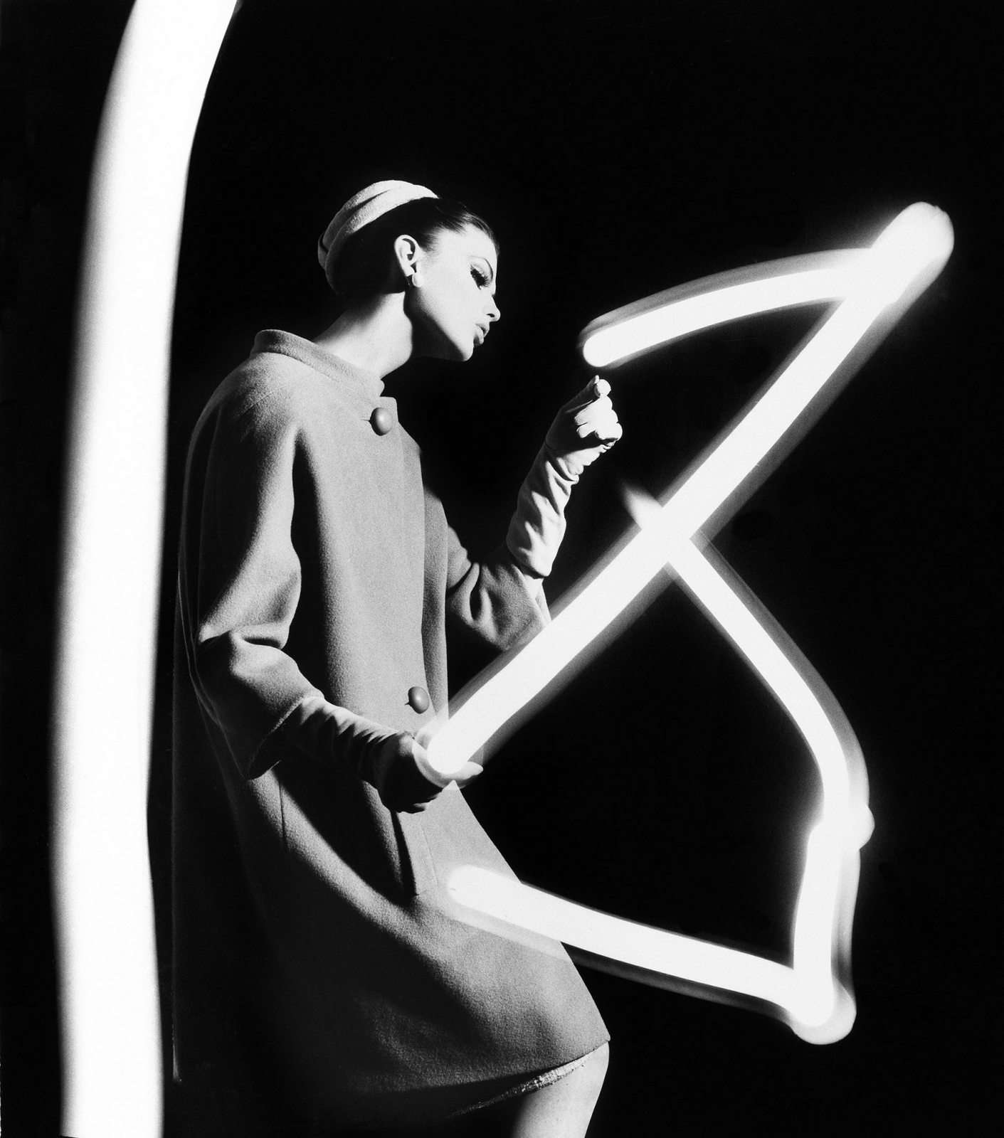 Dorothy + light newspaper, Paris, 1962