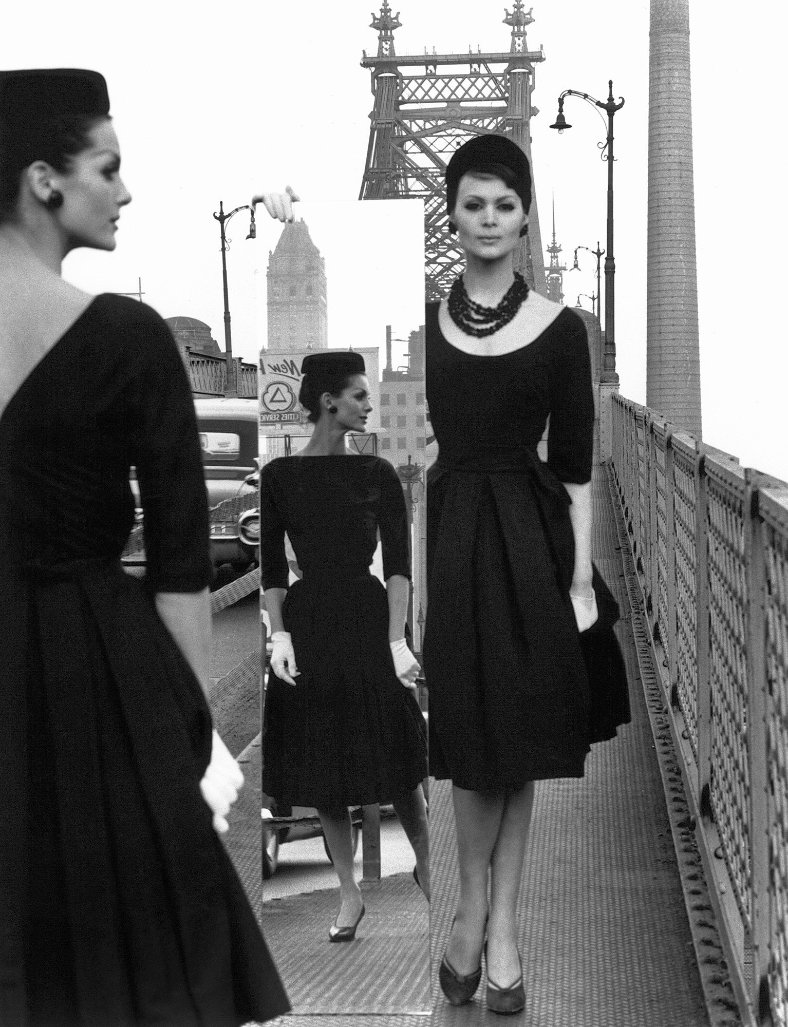 Anne + Isabella + Mirror, Queensboro Bridge, New York, 1962