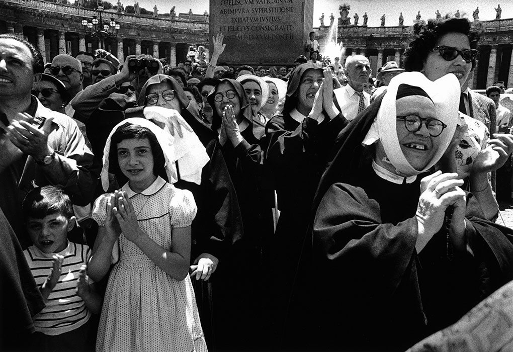 William Klein - Nuns See Pope, Rome, 1956